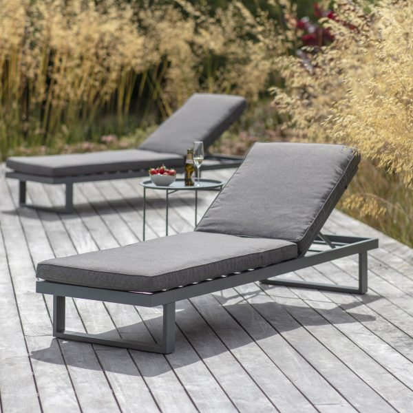 west strand loungers